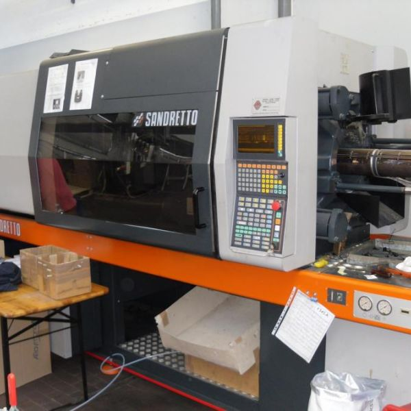 Injection molding machine Sandretto revised 8/200