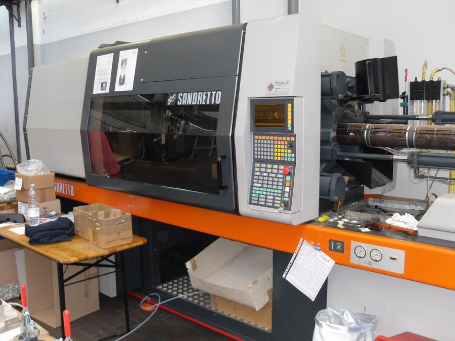 Injection molding machine Sandretto revised 8/200 Sale and service